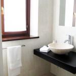 Glicine Bathroom